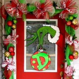25 Amazing Christmas Door Decorations