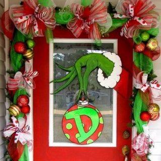 25 Amazing Christmas Door Decorations