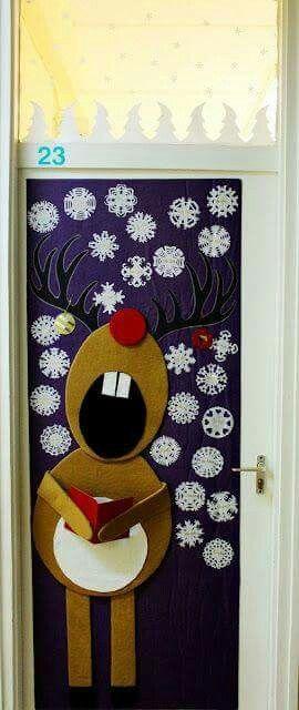 Singing Reindeer Door Decoration.
