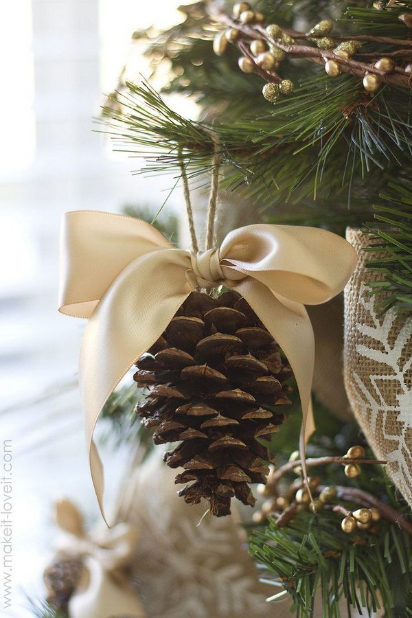 Pinecone Bow Ornament.