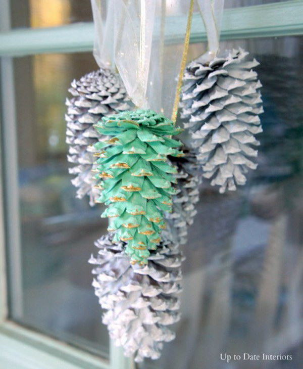 DIY Green and White Pinecone Swag Tutorial