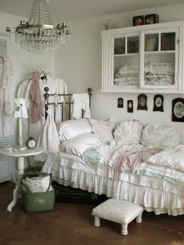 Small Chic Bedroom.
