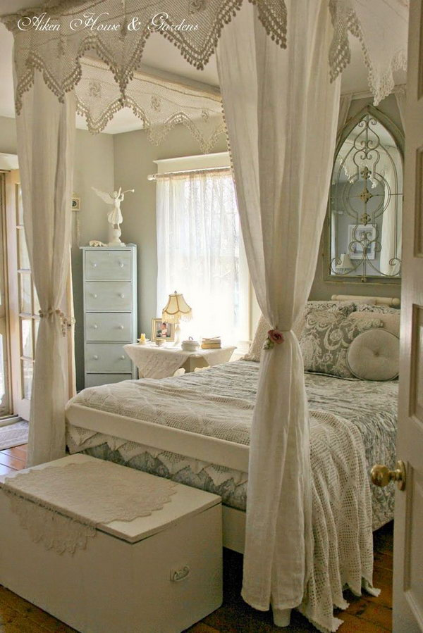 Beautiful Fourposter Bed.