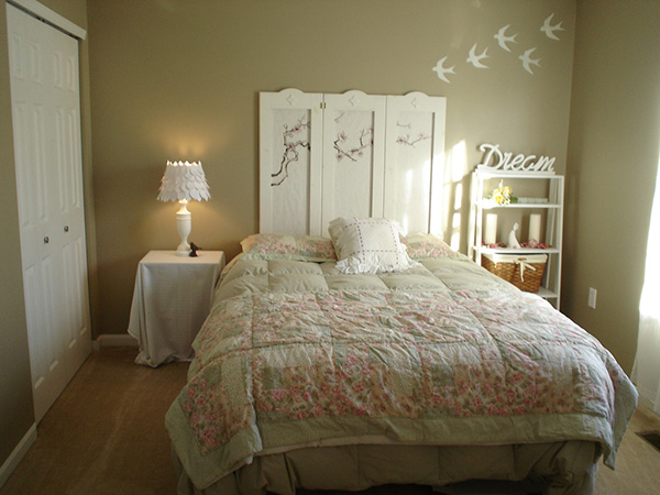 The Dreaming Bedroom Styled With Beige Wall Paint And White Furniture