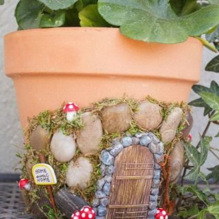 20 Creative Gifts for Garden Lovers