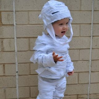 15+ DIY Ideas and Tutorials to Make a Mummy Costume