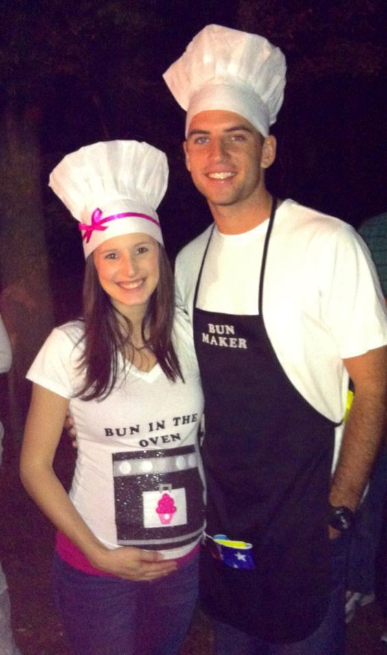 Bun In The Oven Couples Costume.