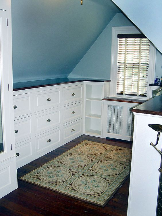 Make Best Use of Space with Built In Drawers and Corner Shelves.