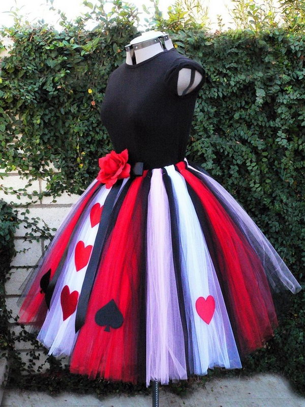 Adult Queen of Hearts Costume.